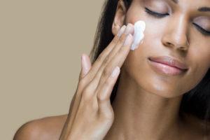 53a0993fc1dee_-_cos-01-woman-applying-face-cream-de